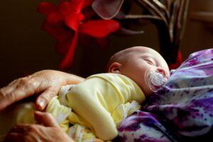 Nașterea, momentul care schimbă radical o femeie. Cum poți depăși mai ușor clipele dificile de după